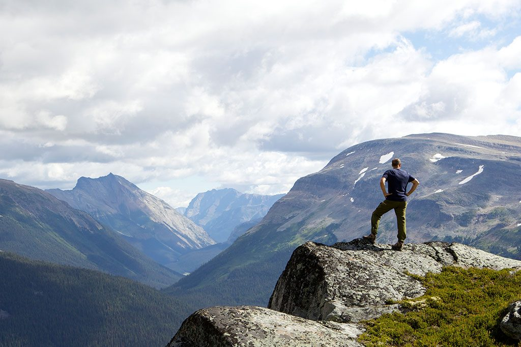 solo hiker in the canadian rockies